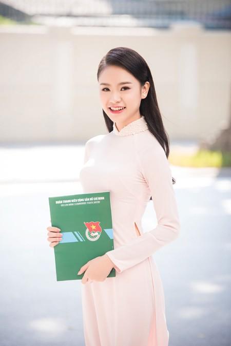 """""""Cô gái vàng"""" Hoa hậu Việt Nam """"hút mắt"""" với áo dài ảnh 6"""
