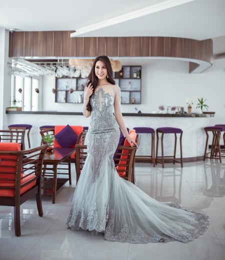 Trong những hình ảnh mới nhất, Á khôi Mỹ Duyên khoe nét đẹp lộng lẫy với trang phục dạ hội.