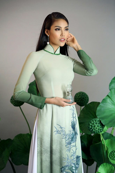 Diện áo dài, Lan Khuê vẫn khoe vóc dáng gợi cảm