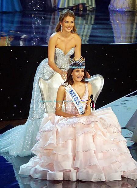 Khoảnh khắc đăng quang của tân Hoa hậu Thế giới