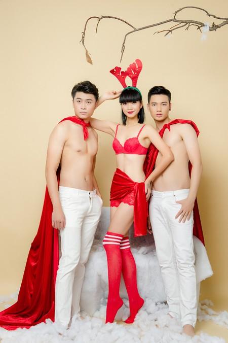 """Siêu mẫu Hạ Vy """"nóng bỏng"""" đón Giáng sinh bên dàn mẫu nam trẻ trung"""
