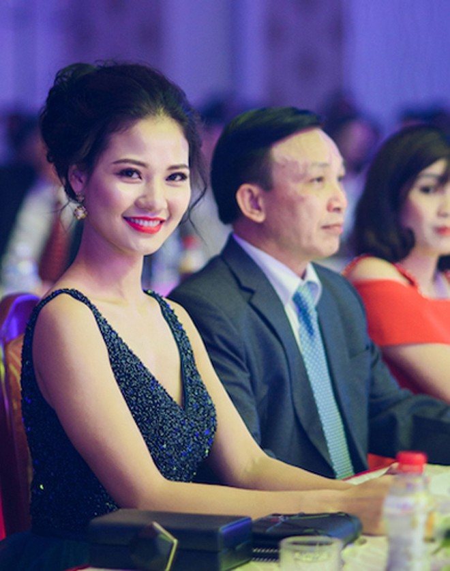 Hoa hậu Trần Thị Quỳnh tái xuất, khoe lưng trần gợi cảm ảnh 4
