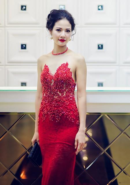 Hoa hậu Trần Thị Quỳnh tái xuất, khoe lưng trần gợi cảm ảnh 1
