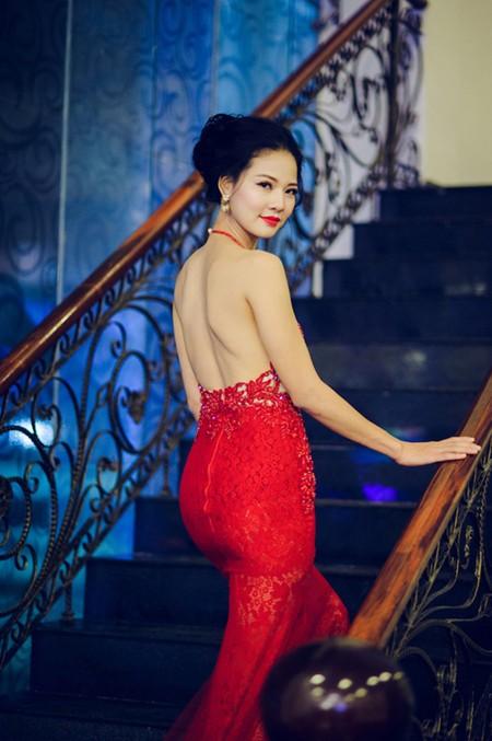 Hoa hậu Trần Thị Quỳnh tái xuất, khoe lưng trần gợi cảm ảnh 2