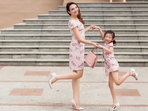 Hoa hậu Ngọc Diễn diện đồ đôi gợi cảm cùng con gái xuống phố ảnh 6