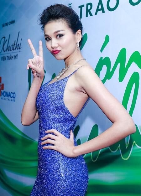 Siêu mẫu Thanh Hằng gây bất ngờ khi đi… chân đất dự sự kiện ảnh 5