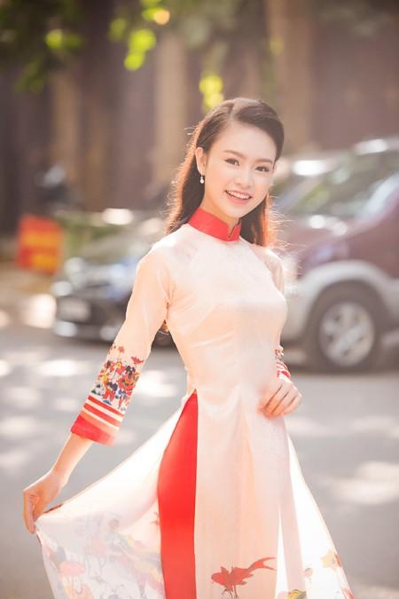 """""""Cô gái vàng"""" Hoa hậu Việt Nam 2016 rạng ngời dự họp báo """"Ngày chủ nhật Đỏ"""" ảnh 3"""