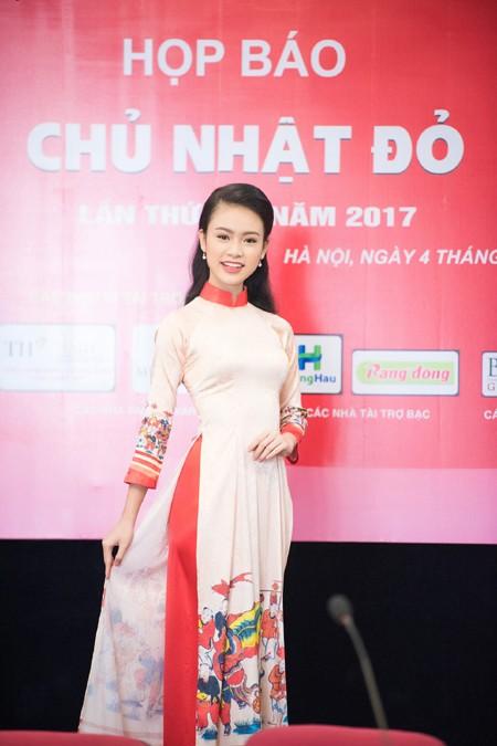 """""""Cô gái vàng"""" Hoa hậu Việt Nam 2016 rạng ngời dự họp báo """"Ngày chủ nhật Đỏ"""" ảnh 2"""