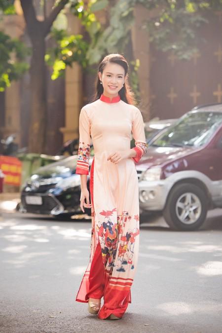 """""""Cô gái vàng"""" Hoa hậu Việt Nam 2016 rạng ngời dự họp báo """"Ngày chủ nhật Đỏ"""" ảnh 5"""