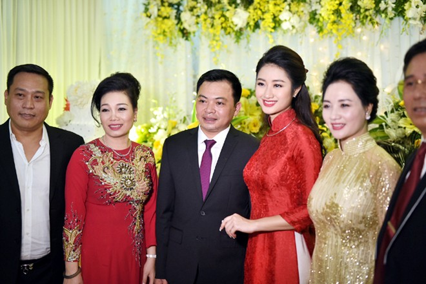 Ngất ngây trước vẻ kiều diễm của Hoa hậu Thu Ngân trong lễ ăn hỏi ảnh 7