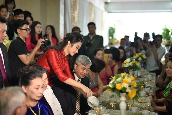 Ngất ngây trước vẻ kiều diễm của Hoa hậu Thu Ngân trong lễ ăn hỏi ảnh 6