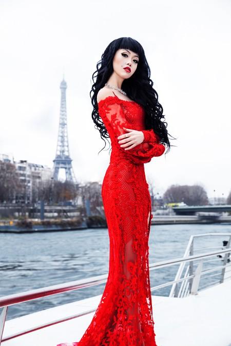 """Siêu mẫu Việt Nam """"khuấy đảo"""" sàn diễn Haute Couture năm 2017 ảnh 3"""