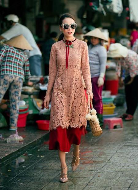 Những chiếc áo dài với kiểu dáng mới lạ cùng màu sắc bắt mắt chính là lựa chọn của chị em Song Yến.