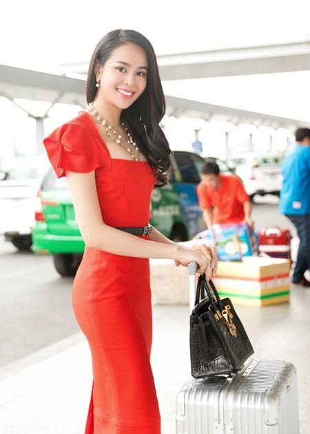 Hoa hậu Điện ảnh Sella Trương nổi bật, hút ánh nhìn ở sân bay