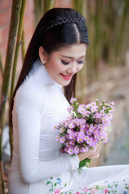 """Á khôi """"Người đẹp xứ Dừa"""" Xuân An rạng ngời với áo dài"""