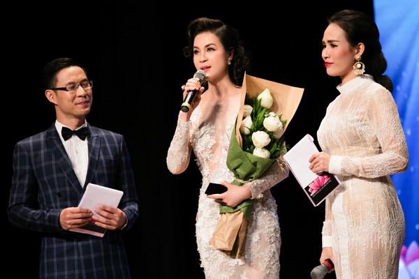 """MC Thanh Mai lộng lẫy nhận giải thưởng """"Người phụ nữ tài sắc"""" ảnh 7"""