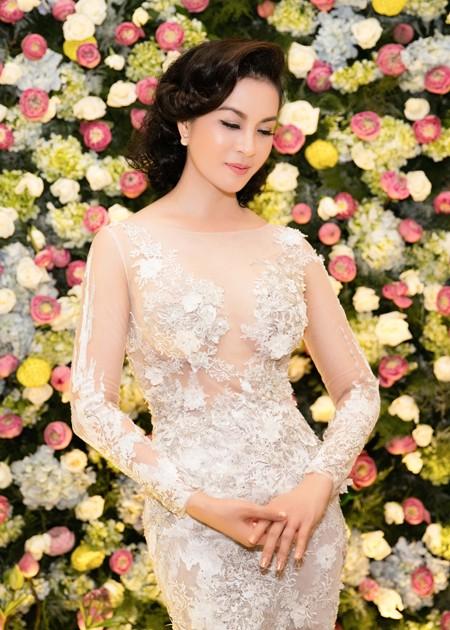 """MC Thanh Mai lộng lẫy nhận giải thưởng """"Người phụ nữ tài sắc"""" ảnh 2"""