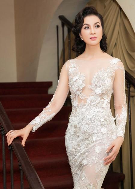 """MC Thanh Mai lộng lẫy nhận giải thưởng """"Người phụ nữ tài sắc"""" ảnh 4"""