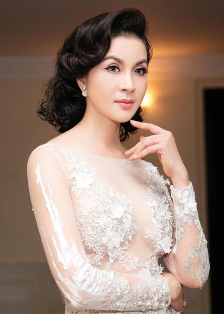 """MC Thanh Mai lộng lẫy nhận giải thưởng """"Người phụ nữ tài sắc"""" ảnh 6"""