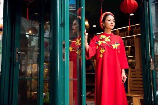 Nhật Kim Anh duyên dáng trong tà áo dài đón xuân