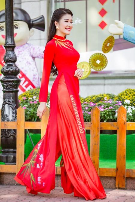 """Á khôi """"Người đẹp xứ Dừa"""" Xuân An e ấp áo dài dạo phố xuân ảnh 5"""