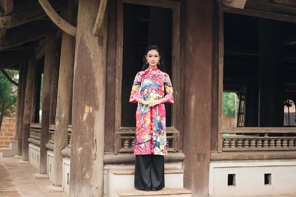 """""""Cô gái vàng"""" của Hoa hậu Việt Nam rạng rỡ du xuân ở làng cổ ảnh 2"""