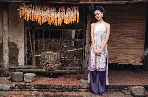 """""""Cô gái vàng"""" của Hoa hậu Việt Nam rạng rỡ du xuân ở làng cổ ảnh 8"""