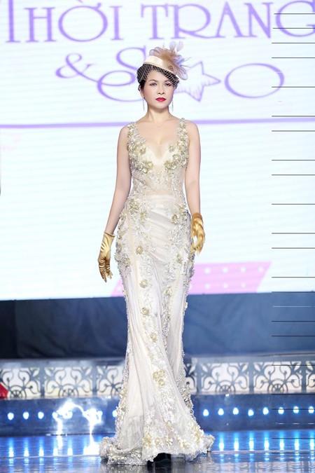 Hoa hậu Lê Thanh Thúy làm vedette trong show thời trang đầu năm mới ảnh 1