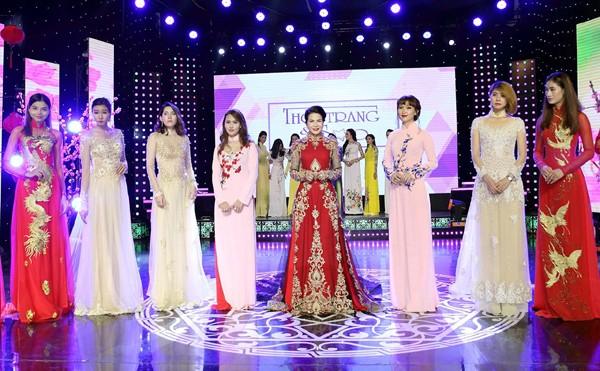 Hoa hậu Lê Thanh Thúy làm vedette trong show thời trang đầu năm mới ảnh 6