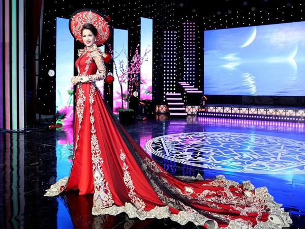 Hoa hậu Lê Thanh Thúy làm vedette trong show thời trang đầu năm mới ảnh 4