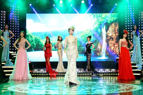 Hoa hậu Lê Thanh Thúy làm vedette trong show thời trang đầu năm mới ảnh 3