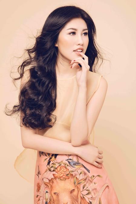 Nhan sắc mê hoặc của Top 9 Hoa hậu Du lịch quốc tế Emily Hồng Nhung ảnh 2