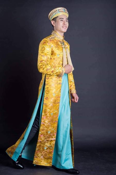 Với hai màu chủ đạo, màu vàng tượng trưng cho quyền lực, màu xanh tượng trưng cho hoà bình, bộ trang phục truyền thống này sẽ giúp đại diện Việt Nam tạo ấn tượng với bạn bè quốc tế và có cơ hội đoạt giải thưởng cho phần thi Quốc phục tại cuộc thi Mister International năm nay.