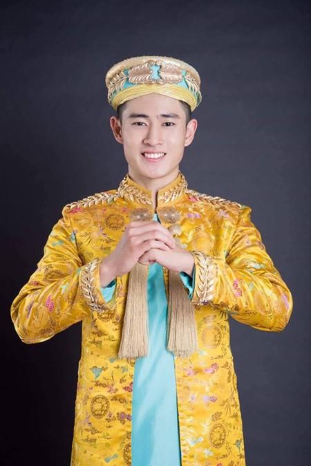 Được đánh giá là thí sinh có gương mặt sáng, điển trai và đầy ấn tượng, Nguyễn Tiến Đạt khá nổi bật trong khu vực châu Á.