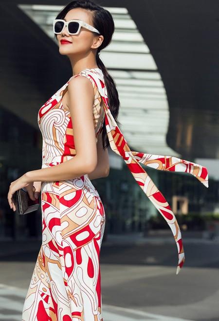 Siêu mẫu Thanh Hằng khoe chân dài miên man đầy quyến rũ ảnh 3
