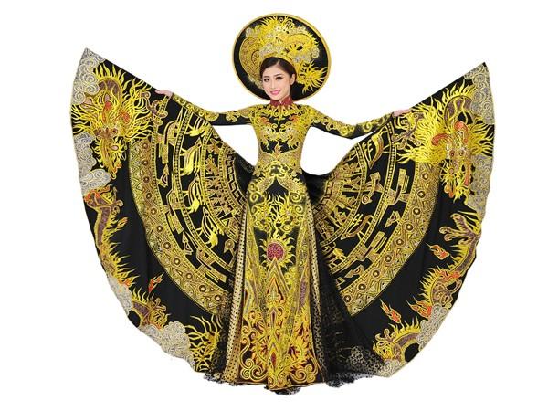 Với họa tiết trống đồng, nhà tạo mẫu muốn thông qua hình ảnh Trương Thái Thùy Dương để giới thiệu cũng như truyền bá nền văn hoá - văn minh của người Việt cổ với niềm tự hào là con Rồng cháu Tiên.