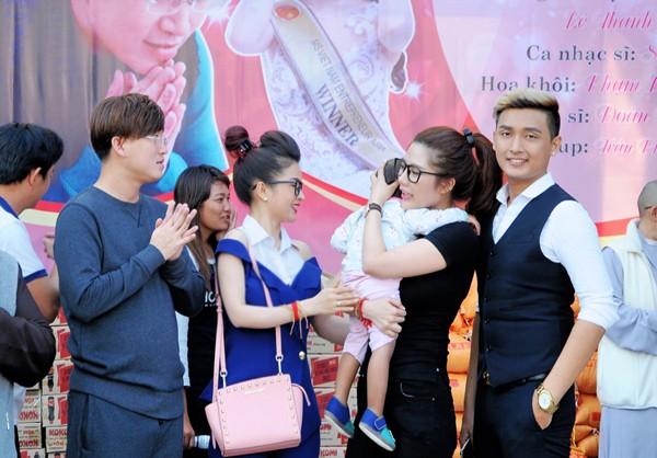 Hoa hậu Lê Thanh Thúy giản dị đi làm từ thiện ảnh 3