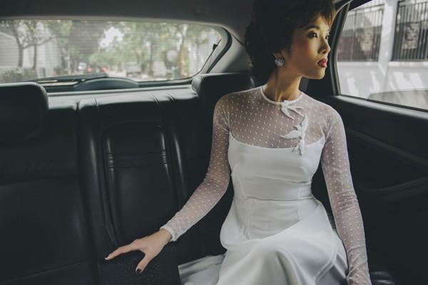 Tất cả mẫu áo dài trắng đều nằm trong bộ sưu tập của NTK Trương Thanh Hải được giới thiệu gần đây.