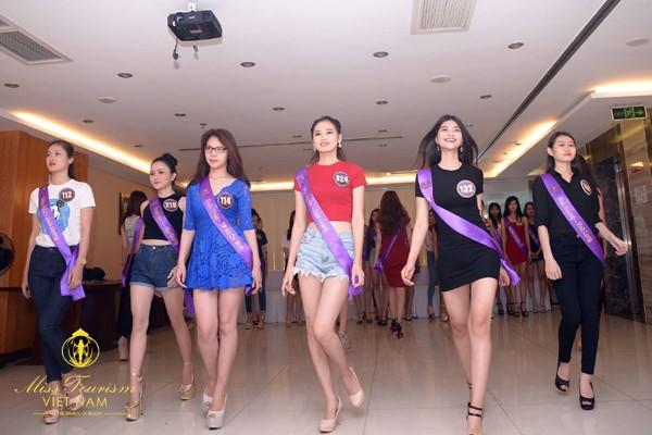 Hậu trường nóng bỏng vòng bán kết Hoa khôi Du lịch Việt Nam 2017 ảnh 1