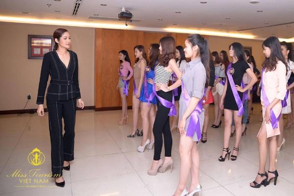 Hậu trường nóng bỏng vòng bán kết Hoa khôi Du lịch Việt Nam 2017 ảnh 2