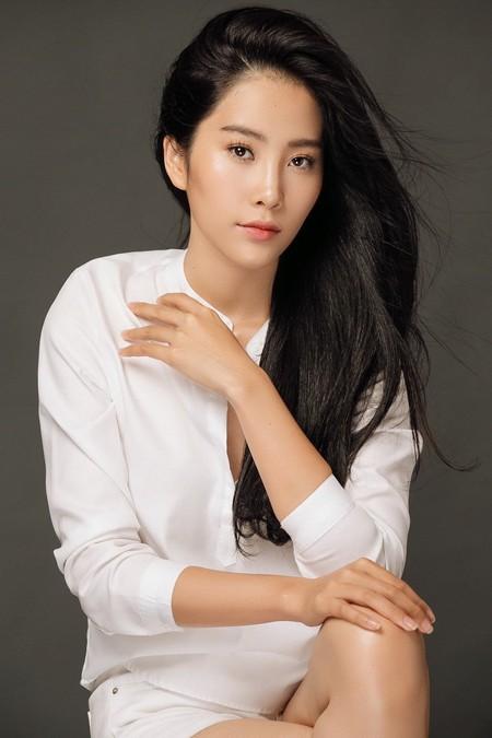 Nam Em lọt Top 50 Hoa hậu đẹp nhất thế giới