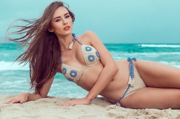 Siêu mẫu Hà Anh diện bikini đọ dáng với Hoa hậu Miss Global ảnh 6