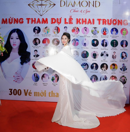 Hoa hậu Huỳnh Thúy Anh luôn rất tự tin với vẻ đẹp rạng ngời của mình.