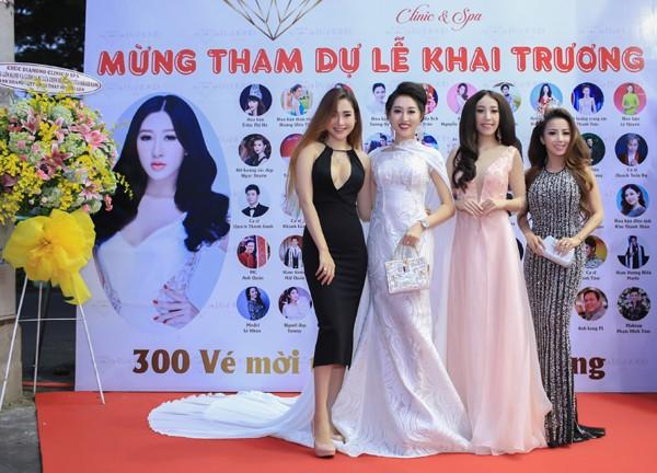 """Dàn người đẹp chúc mừng Hoa hậu Huỳnh Thúy Anh """"lấn sân"""" kinh doanh"""