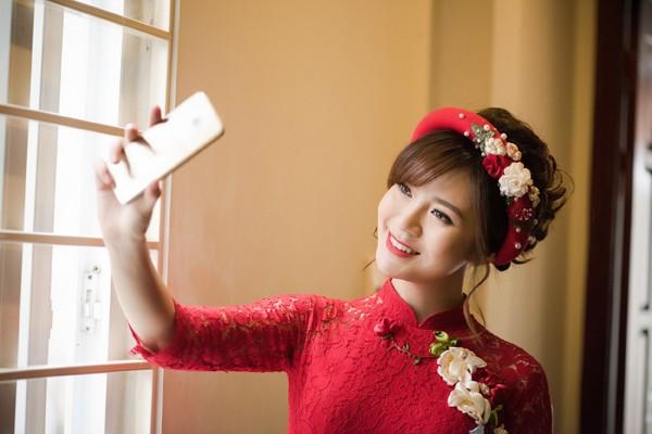 """Hotgirl MU Tú Linh """"ngọt ngào"""" trong lễ ăn hỏi"""