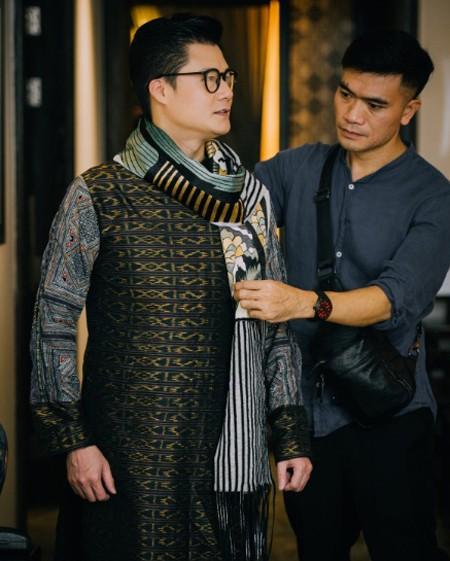 Ca sĩ Quang Dũng nhận lời làm người mẫu giới thiệu bộ sưu tập mới của NTK Vũ Việt Hà