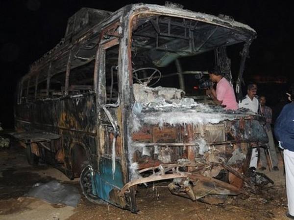 Chiếc xe buýt chỉ còn trơ khung sau vụ tai nạn kinh hoàng