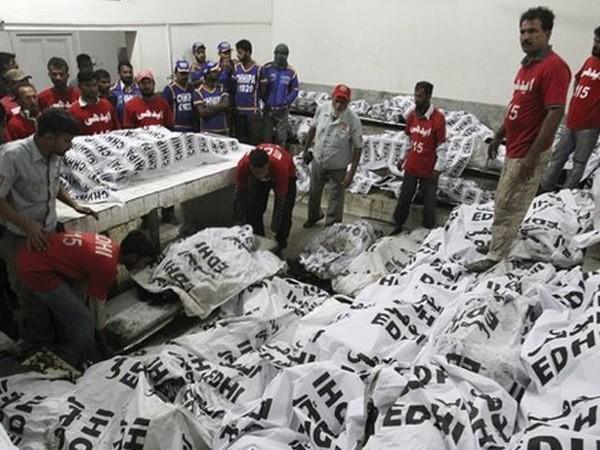 Các bao đựng tử thi sau vụ tai nạn nghiêm trọng