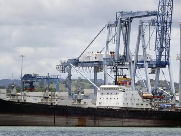 """Con tàu Chong Chon Gang bị """"bắt tại trận"""" khi đang vận chuyển hàng quân sự"""