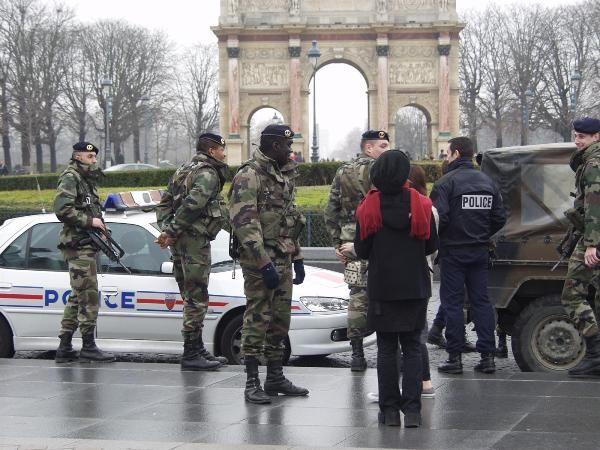 Pháp tăng cường an ninh đáng kể sau những vụ tấn công khủng bố vừa qua